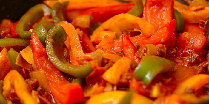 Салат лечо на зиму из перца и томатной пасты