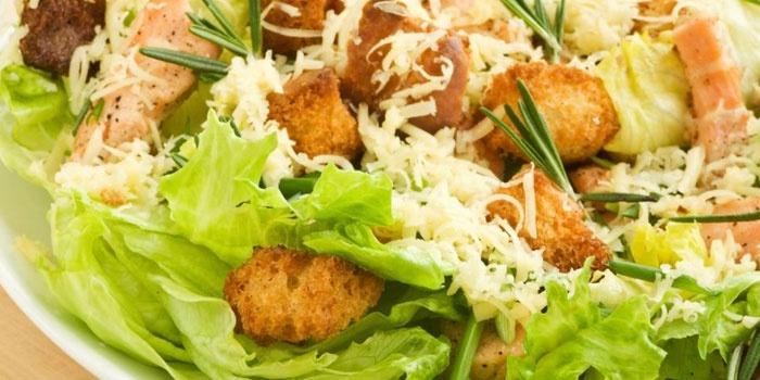 Рецепт салат Цезарь с пекинской капустой и курицей