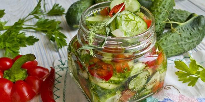 Как приготовить салат из огурцов