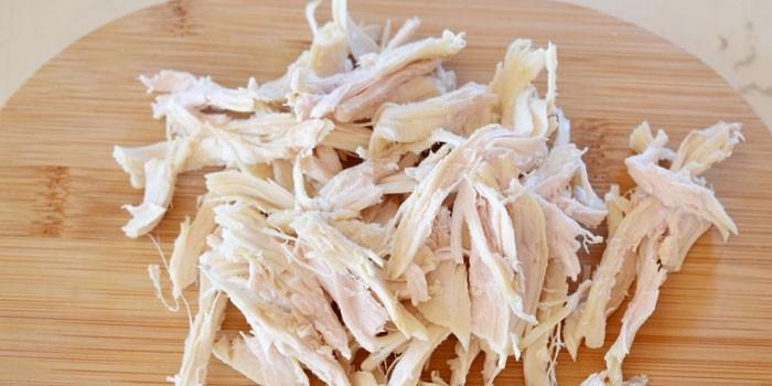 Салат из курицы и огурцов свежих